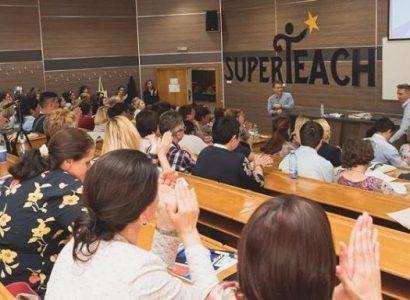 Toamna se numără conferințele Super Teach