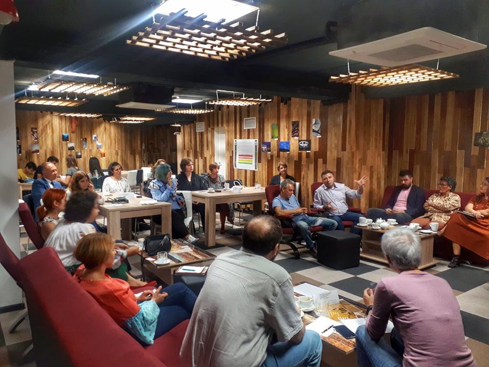 Peste 700 de profesori inspiraţi de bunele practici ale profesorilor MERITO, în octombrie