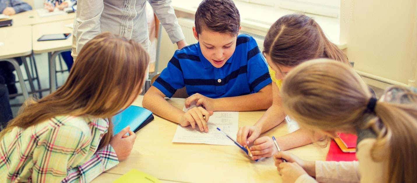 Specialiști în educație: Rolul testării elevului este de a genera feedback și evoluție, nu de a-l pedepsi