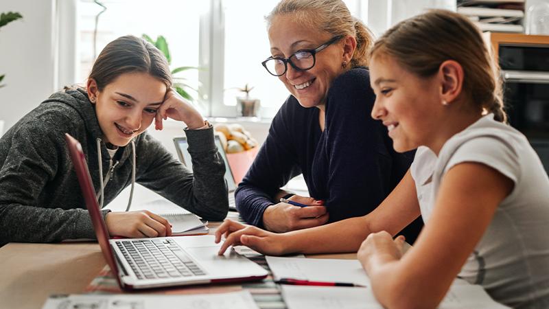 Care este veriga lipsă a parteneriatului elev-profesor-părinte și ce este de făcut?