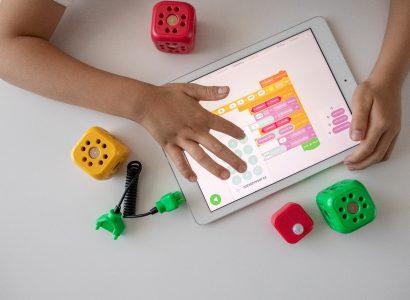 Cum pregătim copiii pentru meseriile viitorului? SuperTeach: Dezvoltându-le spiritul antreprenorial și gândirea critică